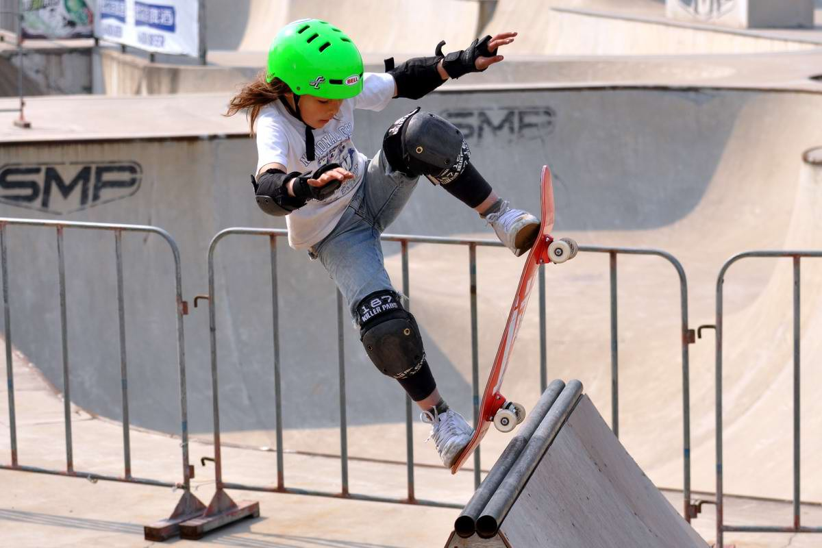 Skateboard for children: a skate for beginner boys and girls, how to choose and how to ride